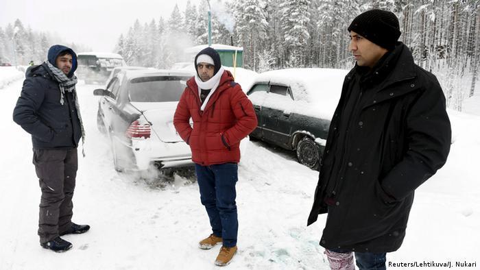 Syrien Flüchtlinge an der Grenze zwischen Russland und Finnland (Reuters/Lehtikuva/J. Nukari)