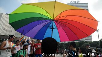 Indonesien LGBT Marsch (picture-alliance/NurPhoto/A. Rudianto)