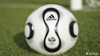 Der offizielle WM-Ball Teamgeist von Adidas