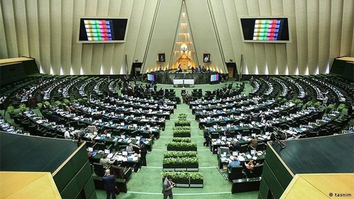 اعلام مخالفت دویست نماینده مجلس ایران با لغو «تفکیکی» تحریمهای آمریکا علیه ایران و تاکید بر لغو «تمامی تحریمها»