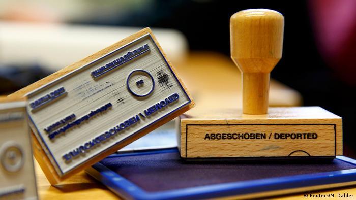Deutschland Stempel Abgeschoben Symbolbild