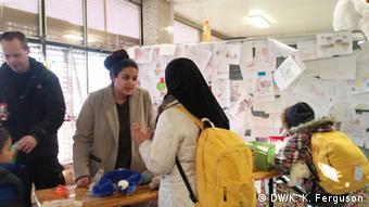 Волонтеры помогают прибывшим в Германию беженцам