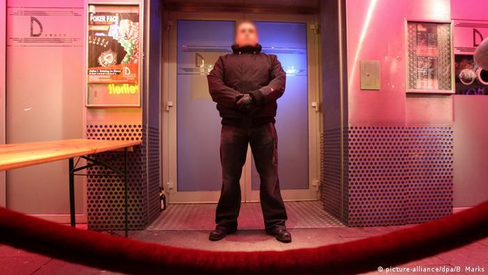 Türsteher vor einem Club in Hamburg (Foto: picture-alliance/dpa/B. Marks)