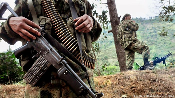 Kolumbien FARC Rebellen (picture-alliance/dpa/C. E. Mora)