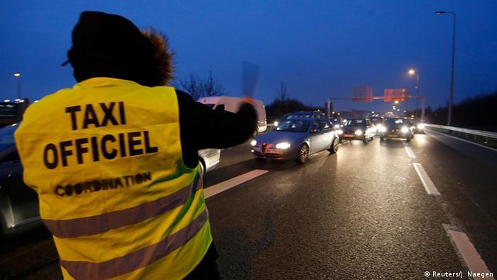 Frankreich Straßenblockade Streik der Taxifahrer