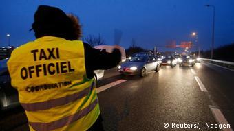Mεγάλος εχθρός των οδηγών ταξί είναι τα ιδιωτικά αυτοκίνητα που έχουν άδεια του υπουργείου Συγκοινωνιών για μεταφορά τουριστών