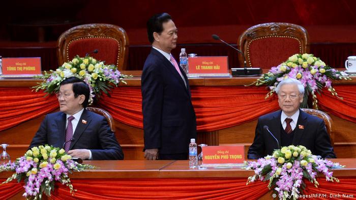 Parteitag in Hanoi: Präsident Truong Tan Sang, Premier Nguyen Tan Dung und Generalsekretär Nguyen Phu Tron (v.l.n.r.).