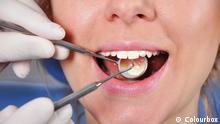 Frau beim Zahn Arzt