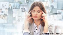 Junge und attraktive Geschäftsfrau in Stress