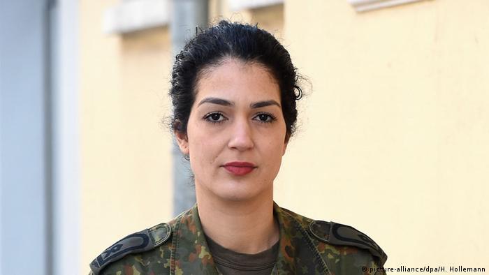 Nariman Reinke, Bundeswehr-Soldatin (picture-alliance/dpa/H. Hollemann)