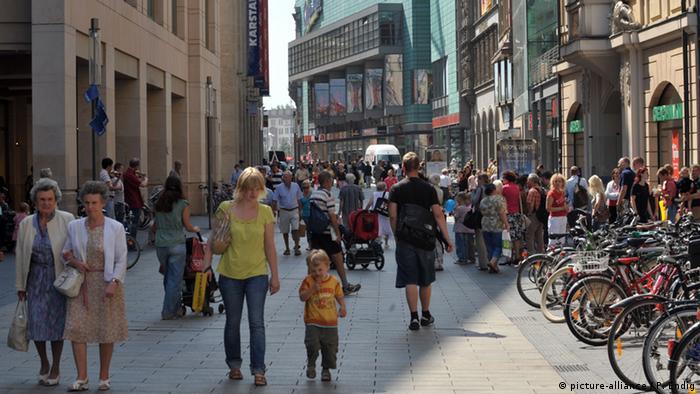 Einkaufsstraße in Leipzig (Foto: picture-alliance / P. Endig)