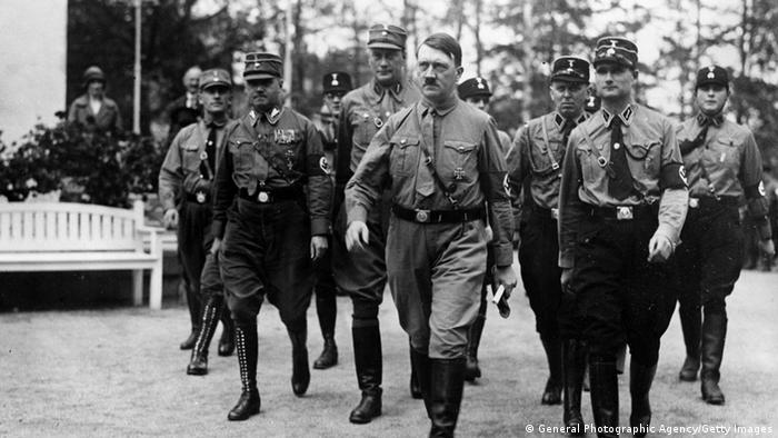 Hitler Reichskanzler Machtergreifung 30.01.1933 (General Photographic Agency/Getty Images)