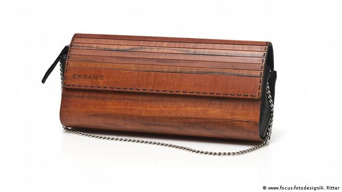 Clutch bag out of wood designed by Norbert Öttl for his label 'Embawo' (Photo: www.focus-fotodesign/A. Ritter)