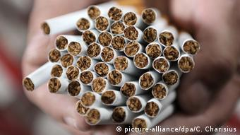 gefälschte Zigaretten in einer Lagerhalle in Hamburg