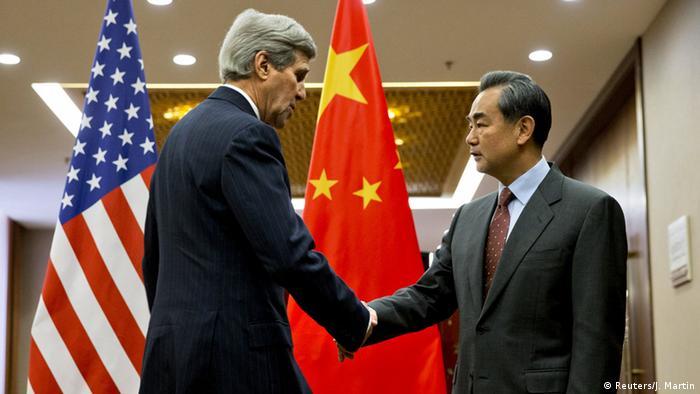 China US Außenminister John Kerry mit Wang Yi