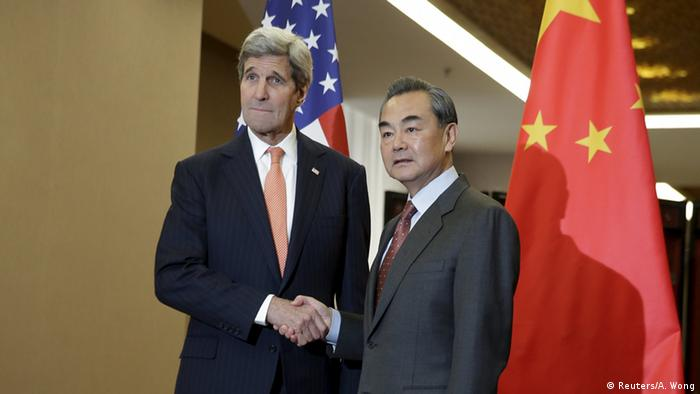 China US Außenminister John Kerry mit Wang Yi