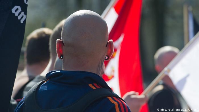 Неонацисты на марше