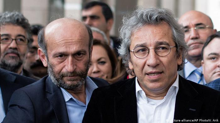 Türkei Justiz Journalisten von Cumhuriyet Erdem Gül und Can Dündar