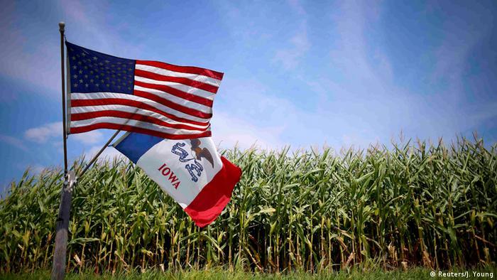 Američka zastava nad poljem kukuruza