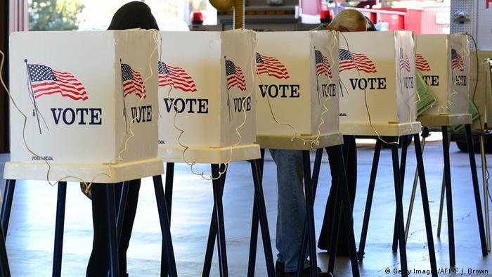 Кабины для голосования на выборах в США