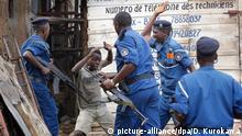 Burundi Polizeigewalt - Polizei schlägt Jungen