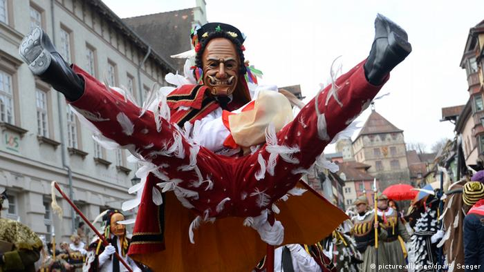 Deutschland Karneval in Rottweil (picture-alliance/dpa/P. Seeger)
