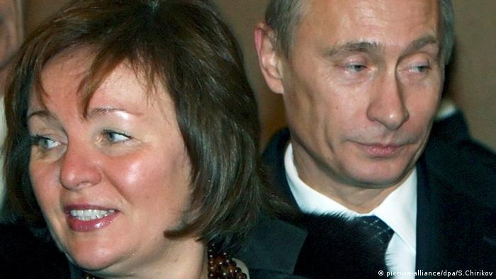 Vladimir Putin and Ludmilla Putina looking in opposite directions