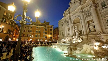 Italien Trevi-Brunnen in Rom (picture-alliance/dpa/A. Di Meo)