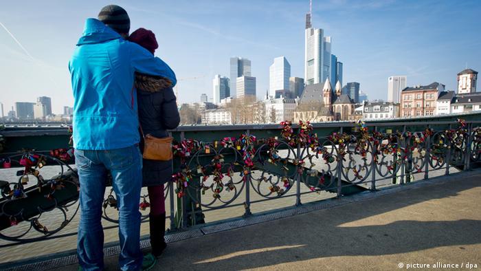 Frankfurt Eiserner Steg mit Liebesschlössern