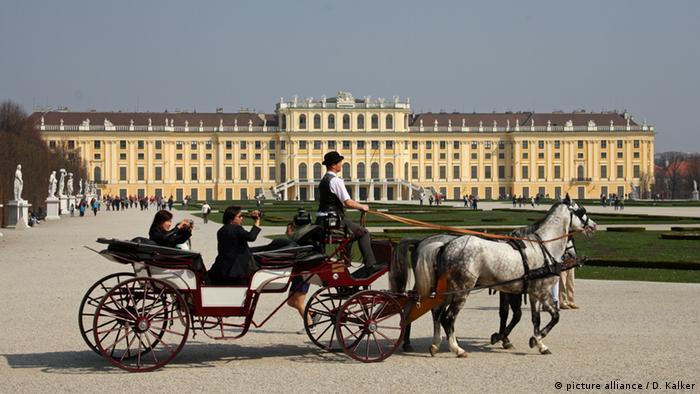 Wien Schloss Schönbrunn Fiaker (picture alliance / D. Kalker)