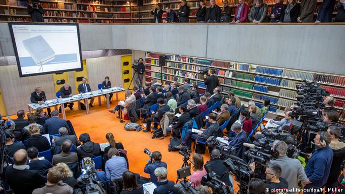 Munich Press Conference for 'Hitler, Mein Kampf. A critical edition' (picture-alliance/dpa/M. Müller)