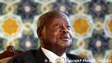 12.9.2015 *** Ugandan President Yoweri Museveni speaks to reporters at the Akasaka Palace state guesthouse in Tokyo Saturday, Sept. 12, 2015. Museveni said Islamic extremists in Somalia may have taken some of his country¿s troops as prisoners after a recent attack on an African Union base there. He said that 19 soldiers were killed and six were missing following the Sept. 1 attack. He blamed the laxity of the Ugandan commanders for the losses. (AP Photo/Eugene Hoshiko) Copyright: picture-alliance/AP Photo/E. Hoshiko