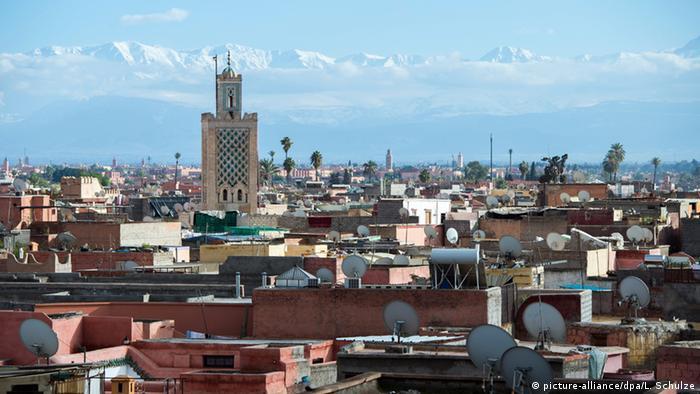 Marokko Marrakesch Stadtansicht mit Koutoubia-Moschee