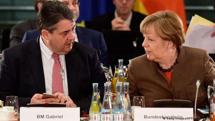 Deutschland Bund Länder Spitzentreffen zur Flüchtlingskrise Gabriel und Merkel