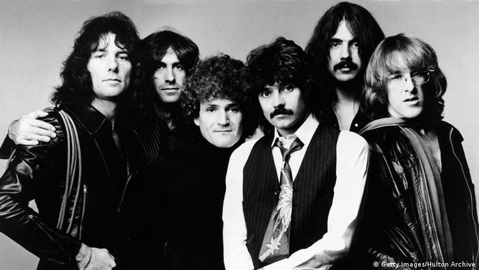 El mundo de la música lloró también la muerte de Paul Kantner (último de la derecha en la foto), cofundador del grupo psicodélico de los sesenta Jefferson Airplain. Kantner tenía 74 años cuando falleció de un infarto el 28 de enero de 2016.