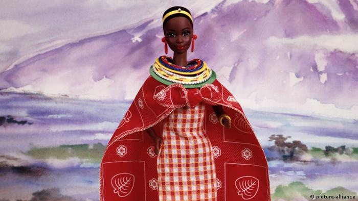 Barbie aus Kenia in traditioneller Tracht (picture-alliance)