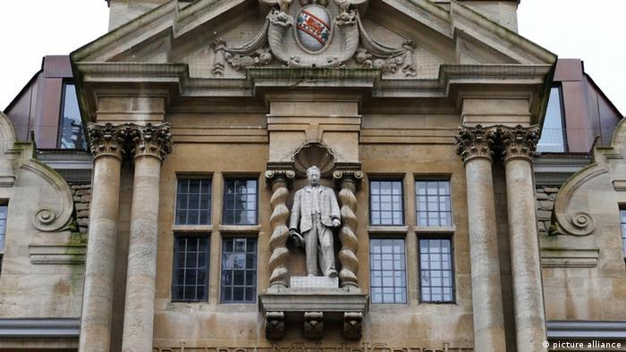 Cecil Rhodes Statur am Oriel College in Oxford University