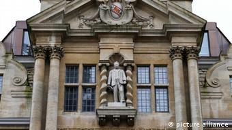 Cecil Rhodes Statue am Oriel College in Oxford University