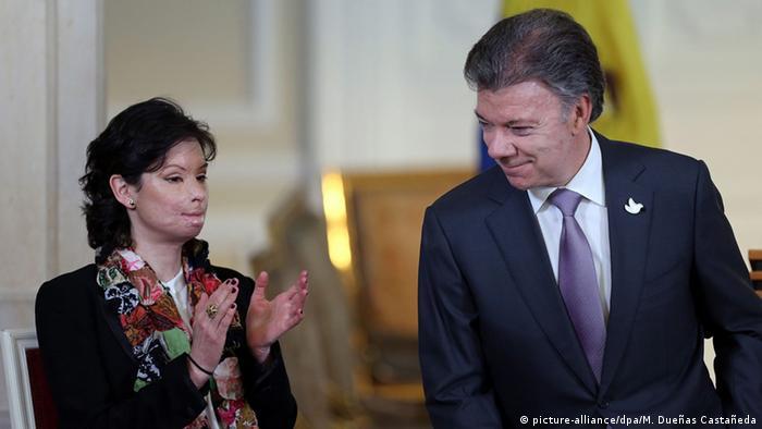Kolumbien Gesetz gegen Säureangriffe - Natalia Ponce de Leon & Präsident Juan Manuel Santos