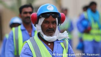 Katar Baustelle Gastarbeiter am al-Wakrah Stadion (Getty Images/AFP/M. Naamani)