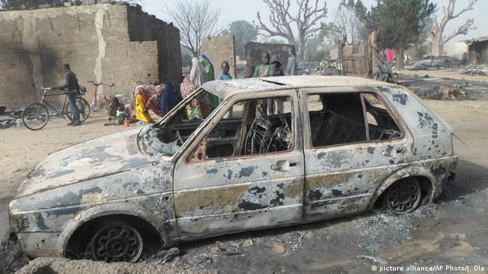Nigeria Boko Haram Anschlag (picture alliance/AP Photo/J. Ola)