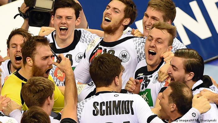 The team celebrating their victory (Getty Images/AFP/J. Skarzynski)