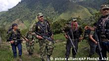 Kolumbien Alltag im Lager der FARC (picture alliance/AP Photo/R. Abd)