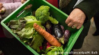 Eine Mehrwegkiste mit Gemüse (Foto: picture alliance).