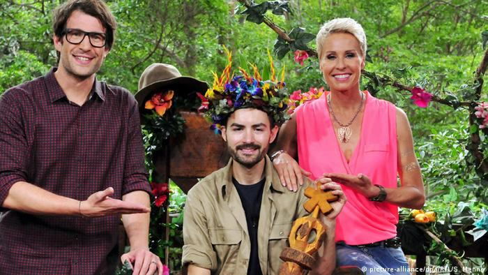 Presenters and king of the Jungle (picture-alliance/dpa/RTL/S. Menne)