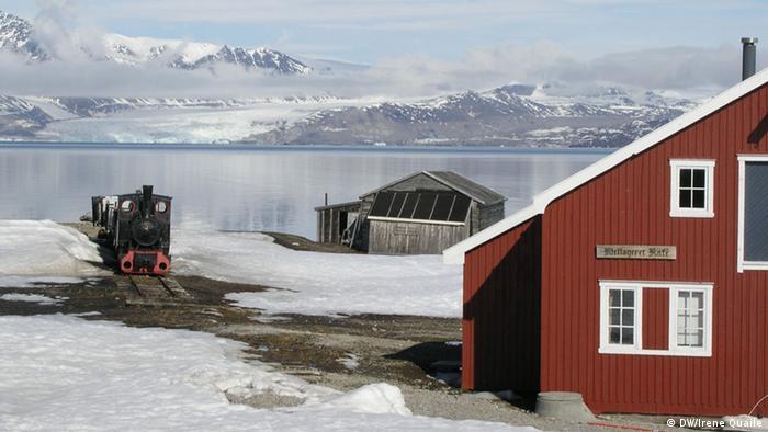 Spitzbergen Arktis Siedlung Eisenbahn Mellageret Kafe (Foto: DW)