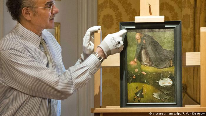 Researcher shows the Hieronymus Bosch painting, The Temptation of Saint Anthony, Copyright: picture-alliance/dpa/P. Van De Wouw