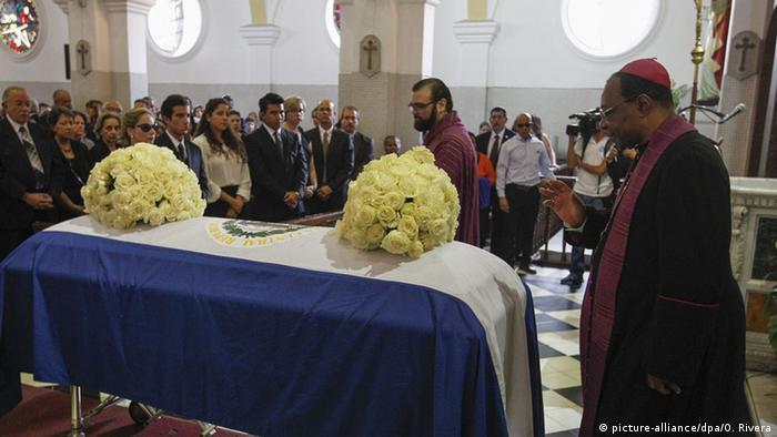 El Salvador Beerdigung des Ex-Präsidenten Francisco Flores