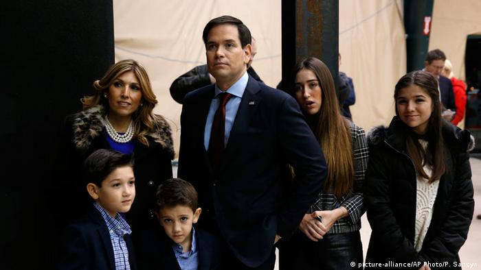 Marco Rubio mit seiner Familie beim Caucus in Iowa(Foto: AP Photo/Paul Sancya)