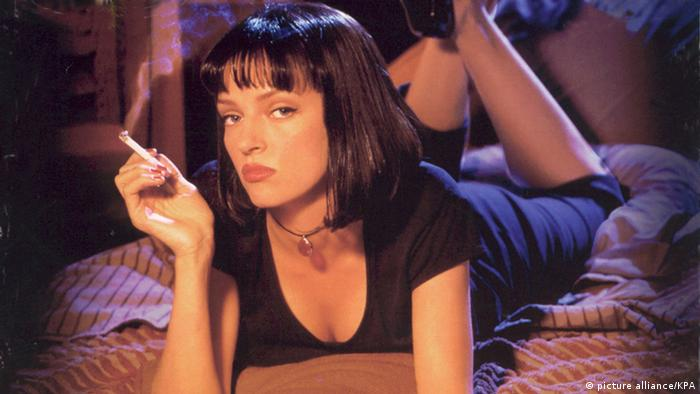 Uma Thurman auf einem Bett in in Pulp Fiction (picture alliance/KPA)